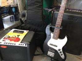 2e main : Ensemble guitare basse Serena + ampli basse Stagg-illustration